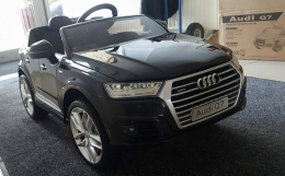 AUTO BATTERY AUDI Q7 2x45W LACQUER LICENSE + SOFT WHEELS EVA + SMART REMOTE CONTROL 2.4 Ghz + DRIVING LEAN